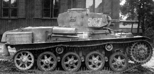 Stridsvagn m/40, with a three-digit turret number